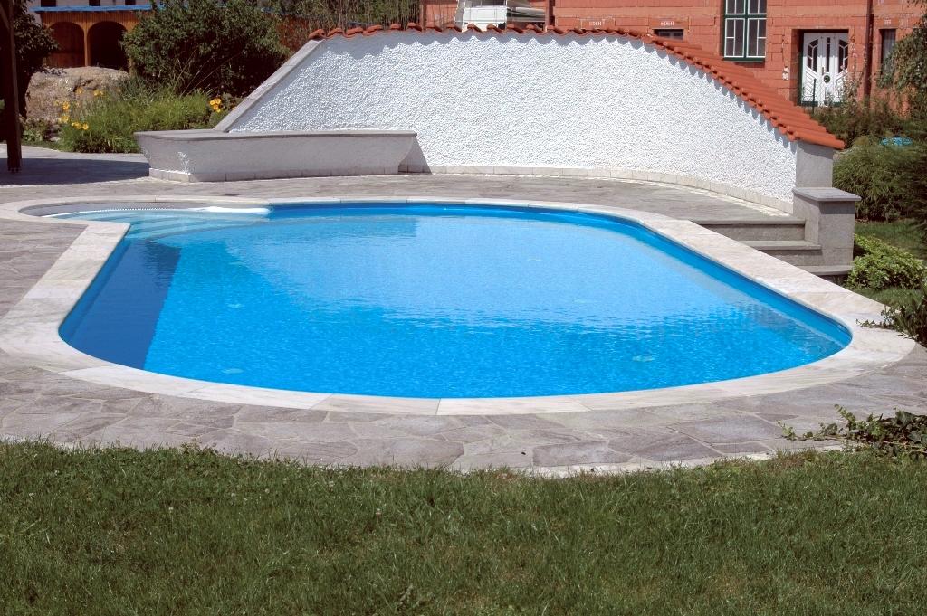 овален басейн