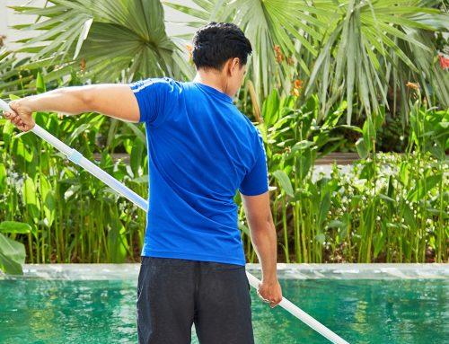 Как да се идентифицират и третират петна на плувните басейни